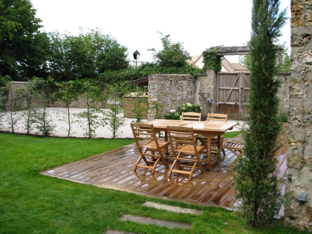 Jardin la campagne ext rieurs verts les paysagistes for Amenagement jardin gravillon